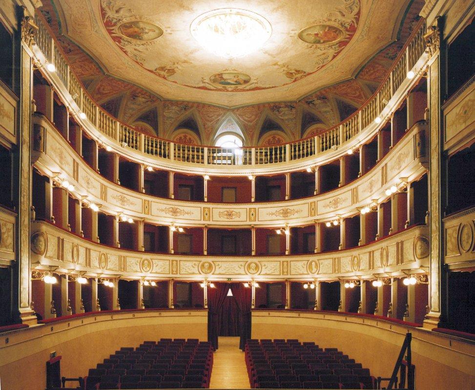 12-teatro-comunale-interno