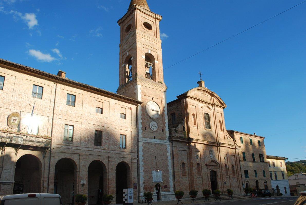caldarola-piazza