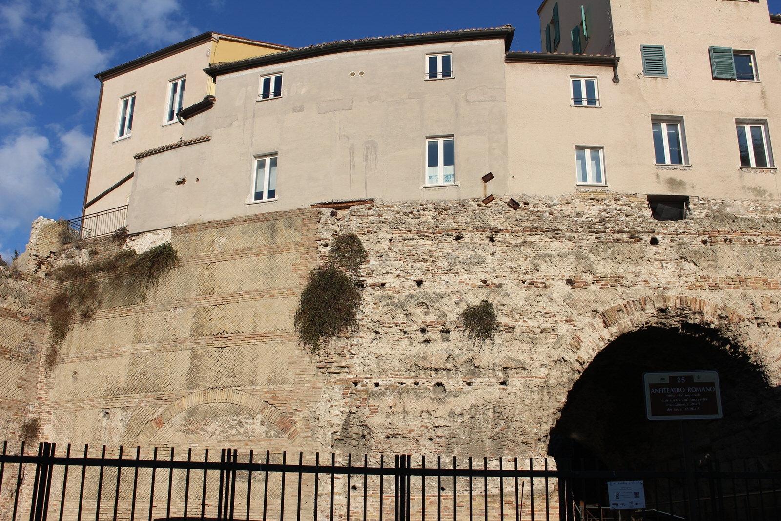 Ancona Anfiteatro e arco Bonarelli