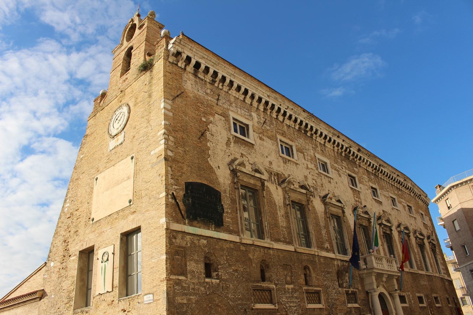 Ancona_Palazzo_degli_anziani_1