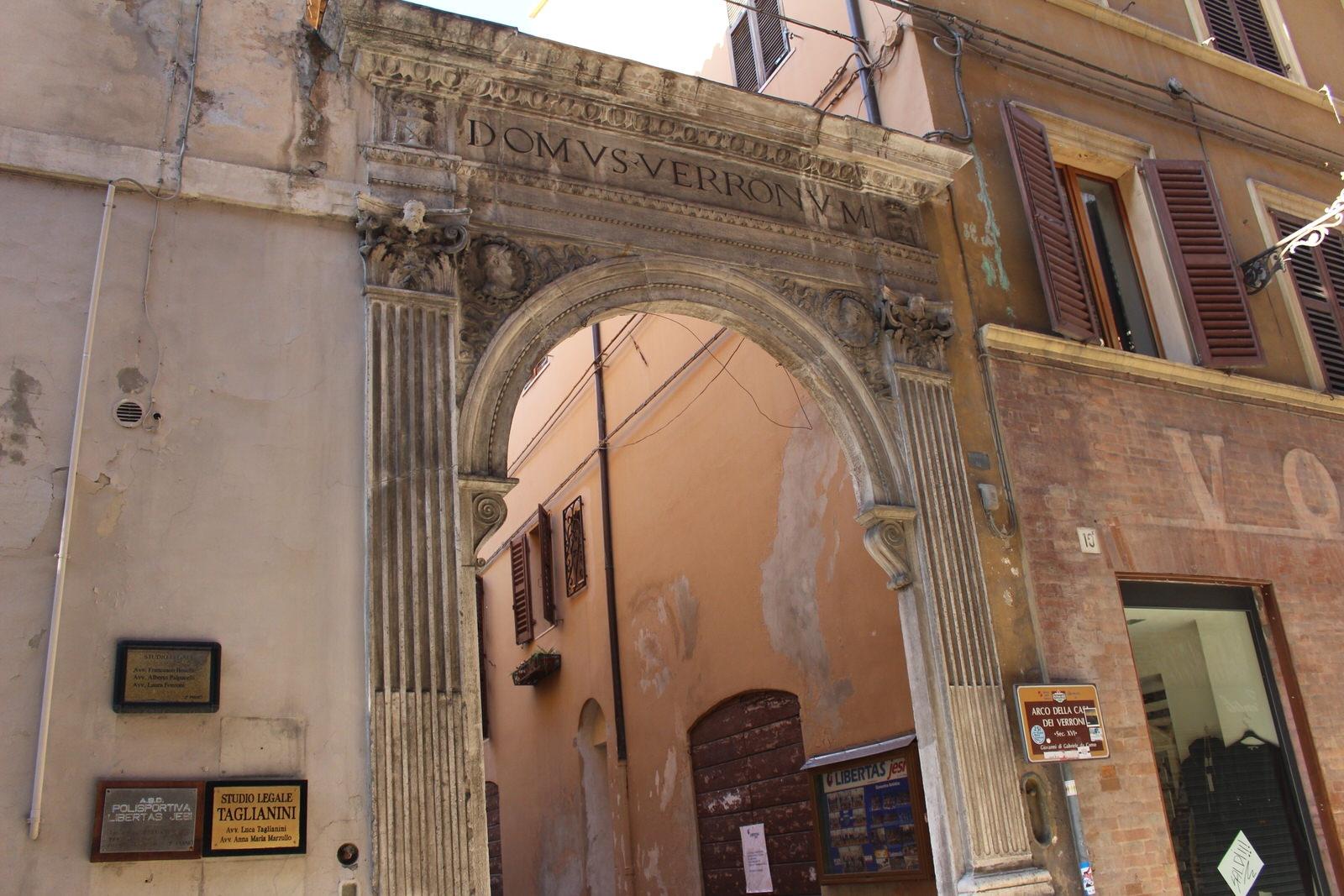 Jesi_Arco_dei_Verroni