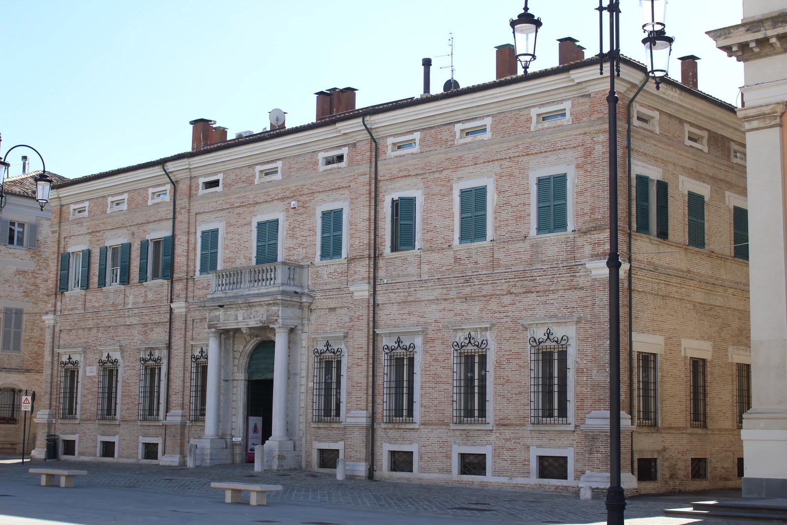 Senigallia_Palazzo_Piazza_Garibaldi_di_lato