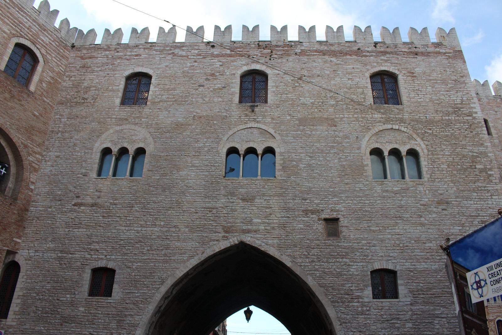 Fabriano_Palazzo_del_PodestÖ_1