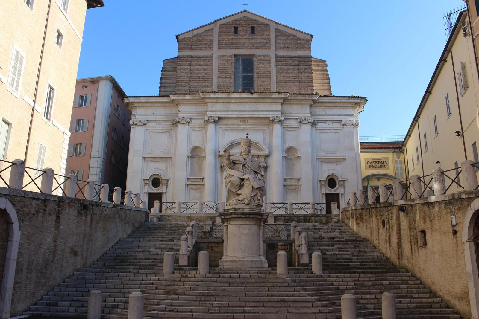 Ancona_Piazza_del_papa_2