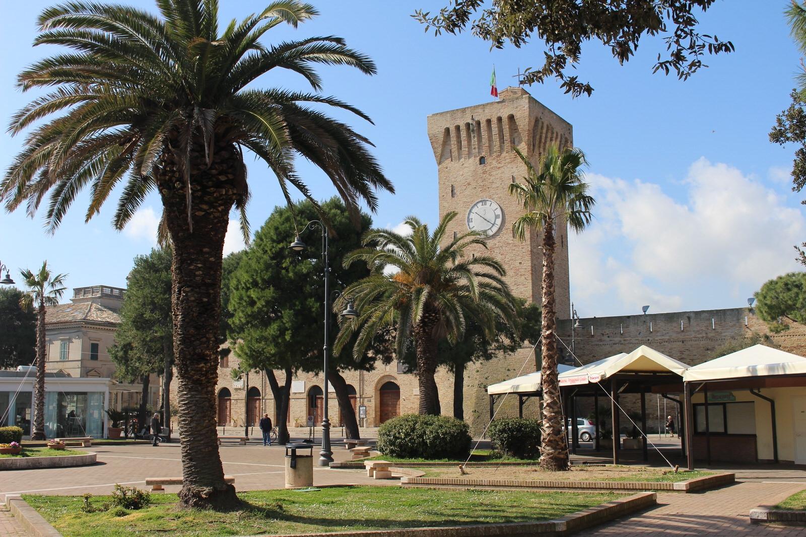 Portorecanati_Castello_dalla_piazza