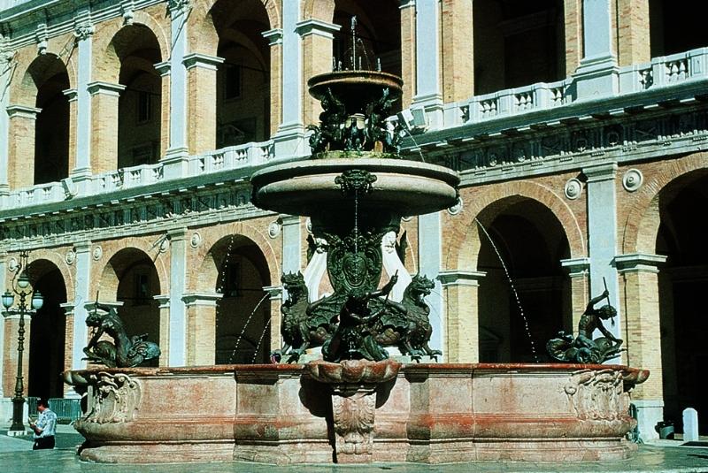 3-fontana-maggiore