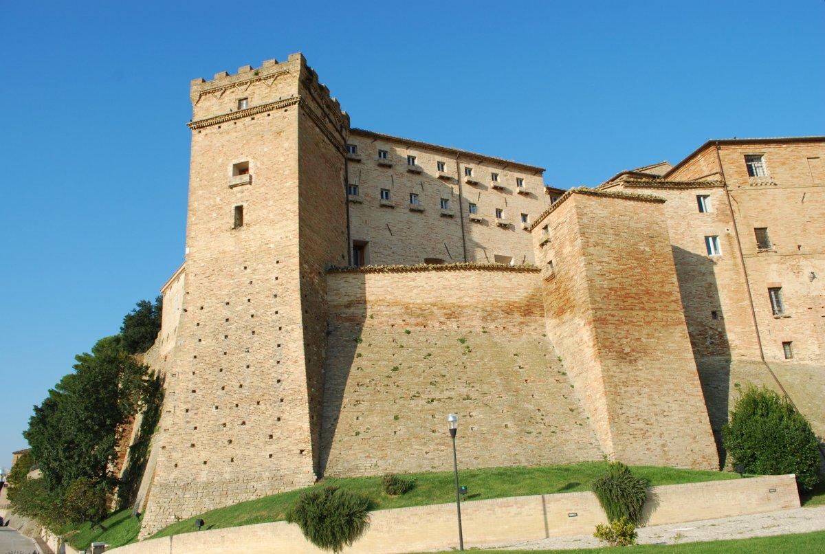 castello-brunforte-loro-picenon1
