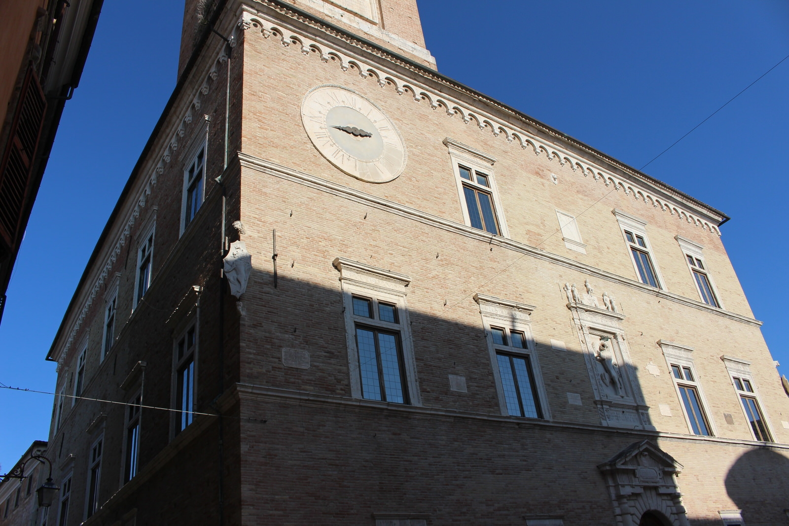 Jesi_Palazzo_della_Signoria_3