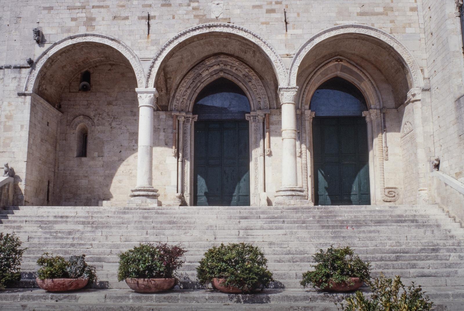 Osimo_Cattedrale_part_tre_archi