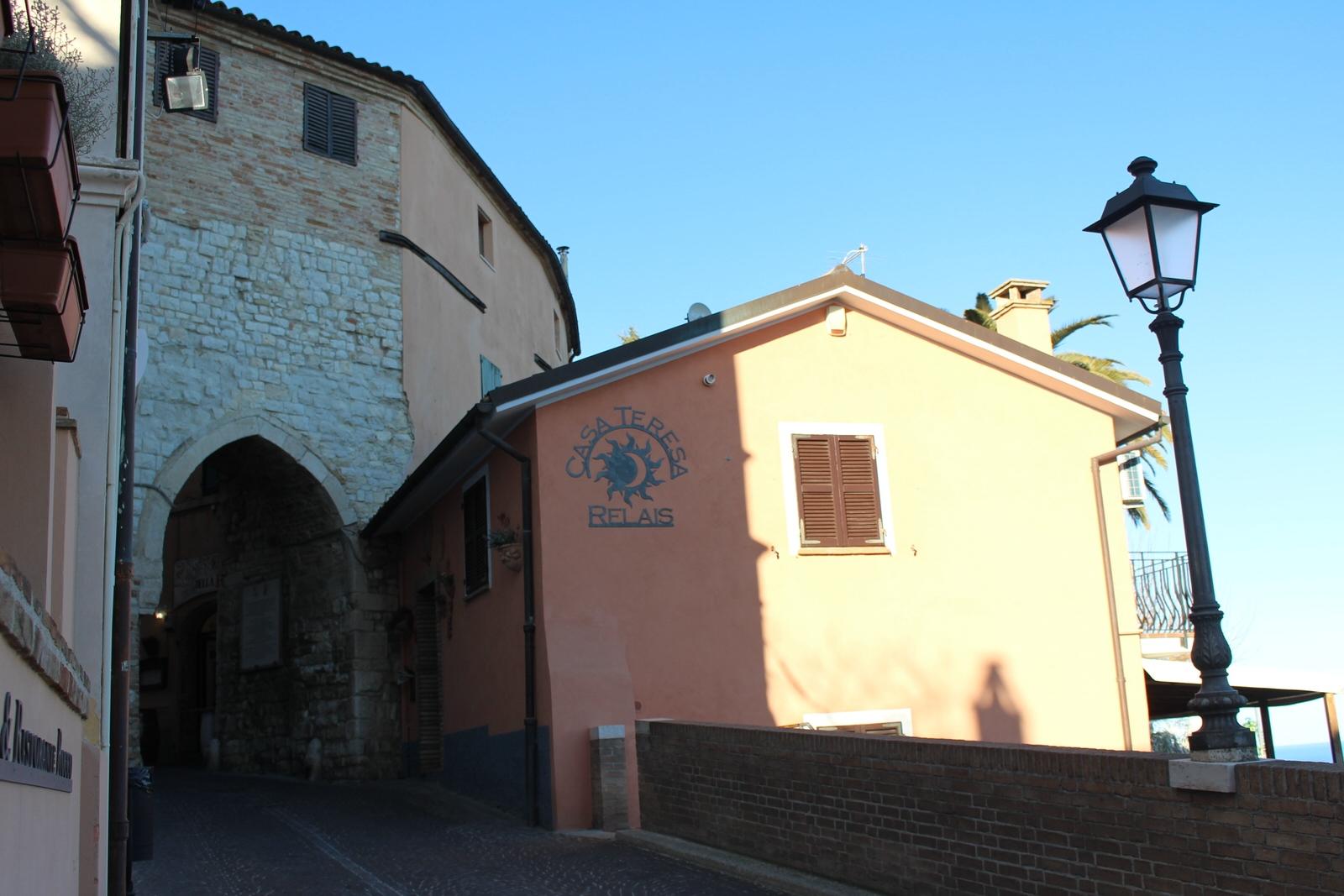 Sirolo_porta_gotica